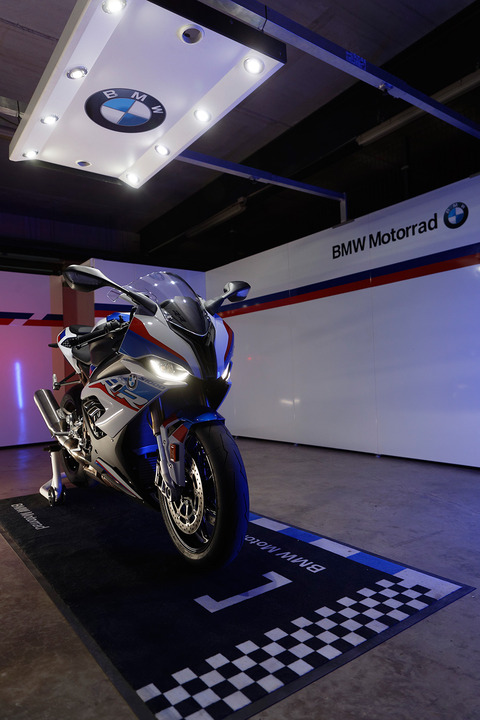 P90327348_highRes_the-new-bmw-s-1000-r
