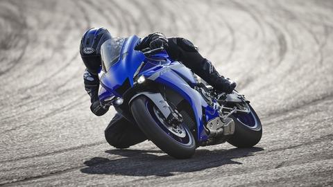 2020-Yamaha-YZF1000R1-EU-Yamaha_Blue-Action-003-03