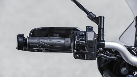 2018-Yamaha-Tracer-900-EU-Nimbus-Grey-Detail-020