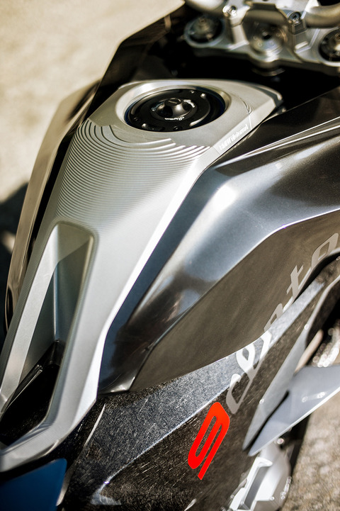 P90305953_highRes_bmw-motorrad-concept
