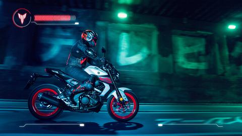 2020-Yamaha-MT125-EU-Ice_Fluo-Action-007-03