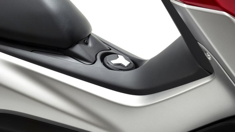 2016-Yamaha-G125YM-EU-Power-Red-Detail-016