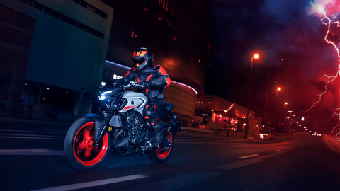 2020-Yamaha-MT320-EU-Ice_Fluo-Action-008-03