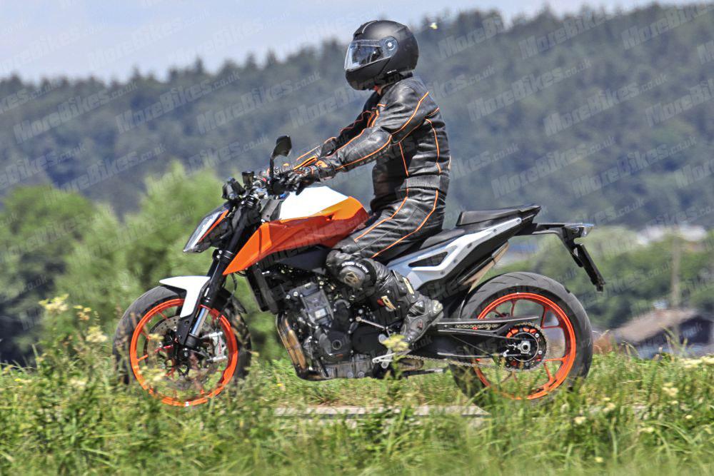 KTMの2019年モデルの新型790 DUK...