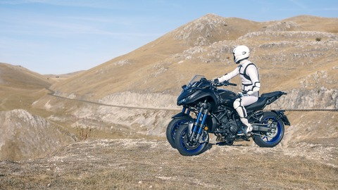 2018-Yamaha-MXT850-EU-Graphite-Static-011