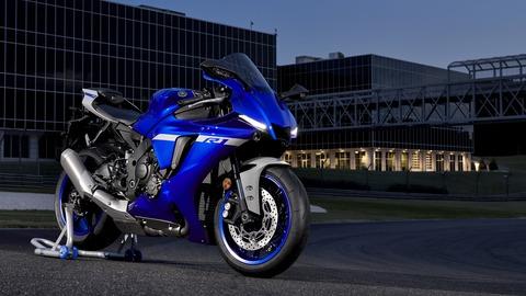 2020-Yamaha-YZF1000R1-EU-Yamaha_Blue-Static-002-03
