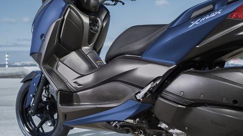 2018-Yamaha-XMAX300-EU-Phantom_Blue-Detail-011-03