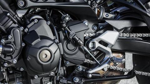 2018-Yamaha-MT09TRGT-EU-Midnight-Black-Detail-010