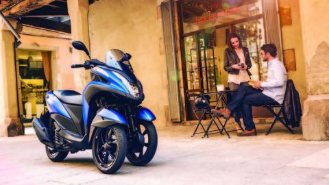 2016-Yamaha-Tricity-155-EU-Cyber-Blue-Static-002