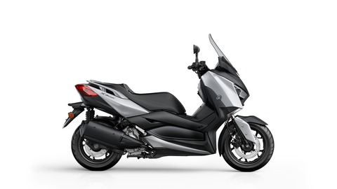 2018-Yamaha-X-MAX-300A-EU-Blazing-Grey-Studio-002