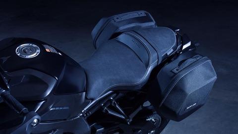 2017-Yamaha-MT10-Tourer-Edition-EU-Tech-Black-Detail-001