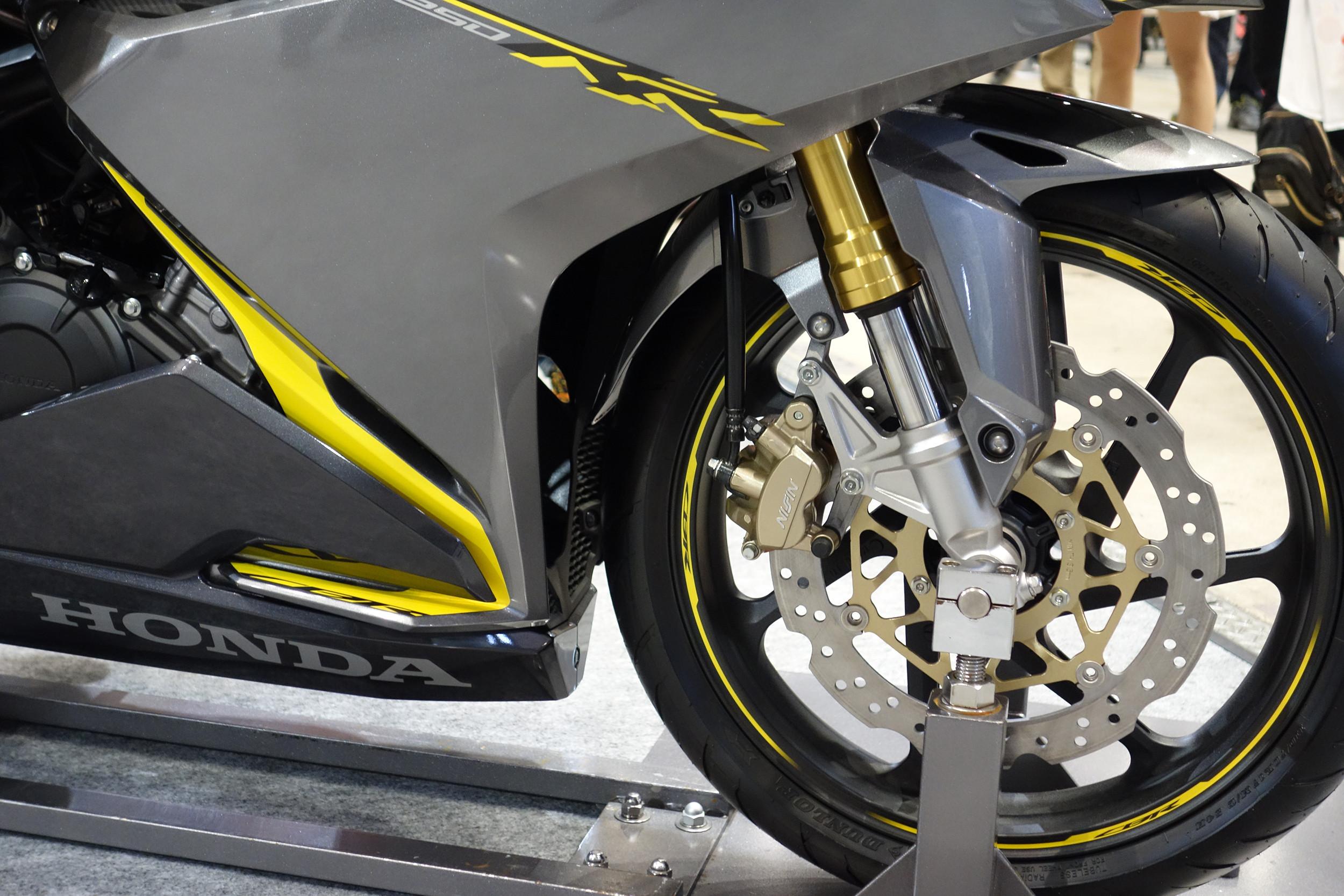 新型YZF-R25の倒立フォークはCBR250RRの物より太いと、工場関係の人が言ってるらしい : 個人的バイクまとめブログ