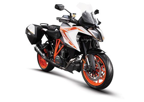 KTM-1290-Super-Duke-GT-MY19-Orange-CASE_
