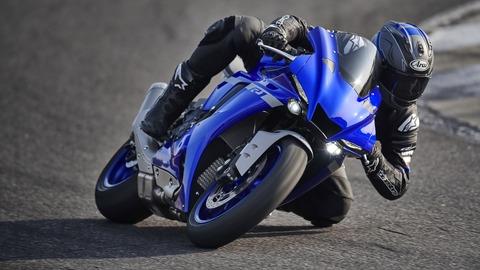 2020-Yamaha-YZF1000R1-EU-Yamaha_Blue-Action-004-03
