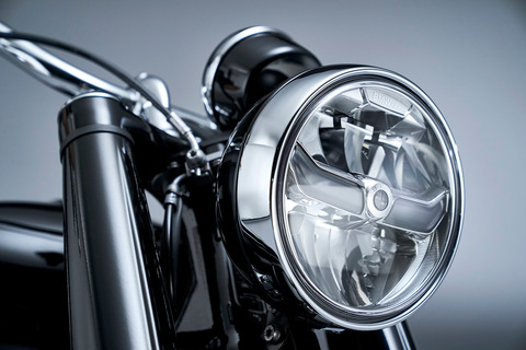 P90386419_highRes_the-bmw-r-18-first-e