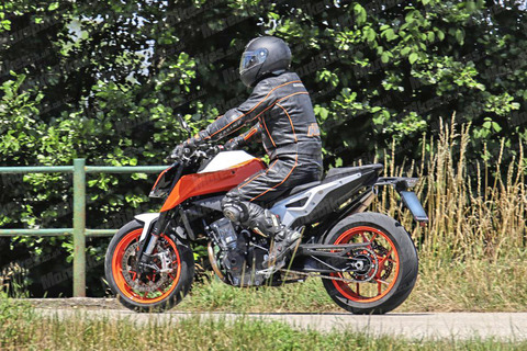 KTM-790-Duke-R-WEB-007