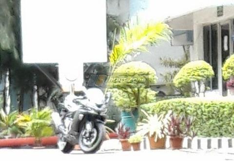 2019-Kawasaki-ZX-6R-India-1