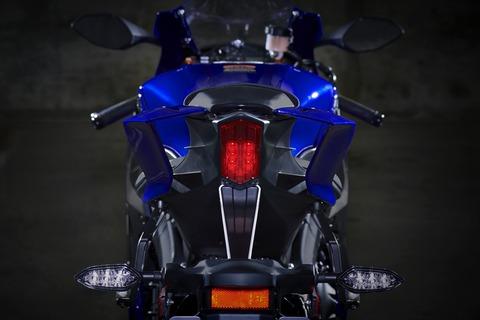 2019-Yamaha-YZF600R6-EU-Yamaha_Blue-Detail-006