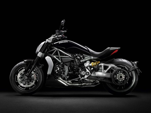 Ducati-XDiavel-S-San-Diego-studio-action-38