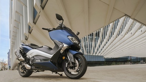 2017-Yamaha-TMAX-DX-EU-Phantom-Blue-Static-003
