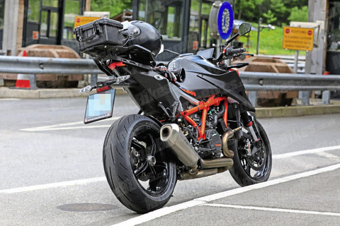 KTM-1290-Super-Duke-WEB-SB19166