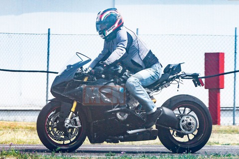 Ducati-V4-Superbike-007_1