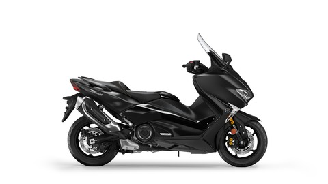 2017-Yamaha-TMAX-DX-EU-Liquid-Darkness-Studio-002
