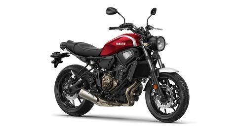 2018-Yamaha-XSR700-EU-Brilliant-Red-Studio-001