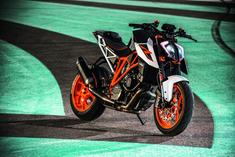 2017-KTM-1290-Super-Duke-R-static-08