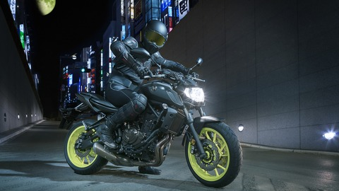 2018-Yamaha-MT-07-EU-Night-Fluo-Static-006