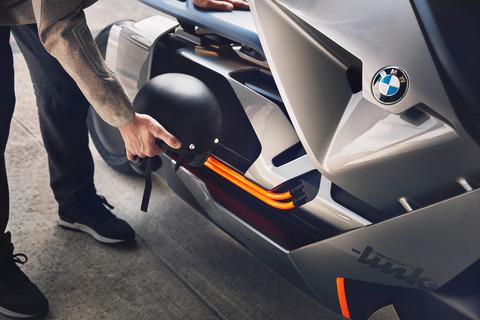 P90260585_highRes_bmw-motorrad-concept