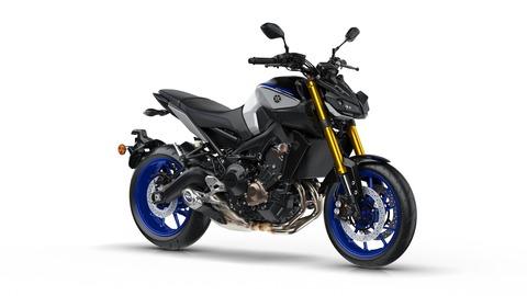2018-Yamaha-MT09SP-EU-Silver-Blu-Carbon-Studio-001