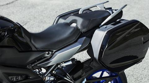 2018-Yamaha-MT09TRGT-EU-Midnight-Black-Detail-004