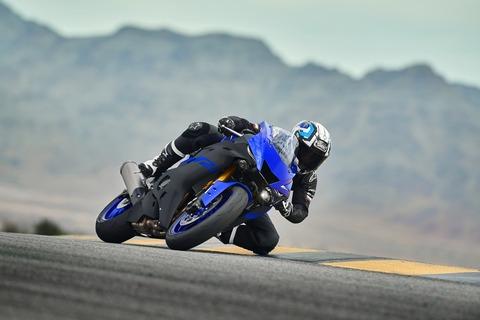 2019-Yamaha-YZF600R6-EU-Yamaha_Blue-Action-002