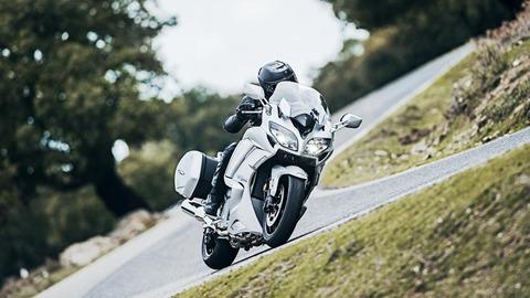 2016-Yamaha-FJR1300AS-EU-Matt-Silver-Action-001