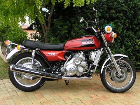 Suzuki_RE5_M2