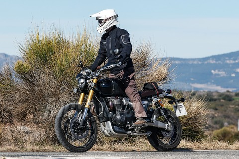 031518-spy-photos-2018-Triumph-Scrambler-1200-003