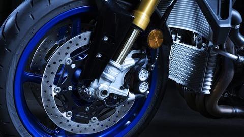 2017-Yamaha-MT10DX-EU-Silver-Blu-Carbon-Detail-010