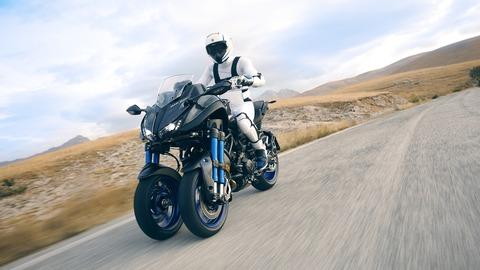 2018-Yamaha-MXT850-EU-Graphite-Action-001