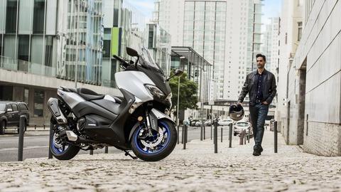 2017-Yamaha-TMAX-SX-EU-Matt-Silver-Static-002