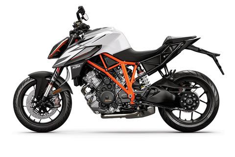 KTM-1290-SUPER-DUKE-R-MY19-Black-White-9