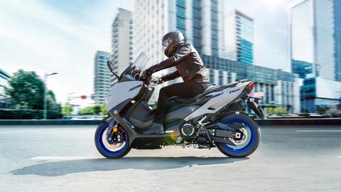 2020-Yamaha-XP500A-EU-Icon_Grey-Action-004-03