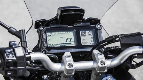 2018-Yamaha-Tracer-900-EU-Nimbus-Grey-Detail-004