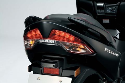 110816-2017-suzuki-burgman-400-AN400AL8_LED_taillight
