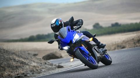 2019-Yamaha-YZF-R320-EU-Yamaha_Blue-Action-007-03