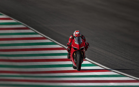 Panigale-V4S-Red-MY18-01-Hero-Banner-1600X1000c