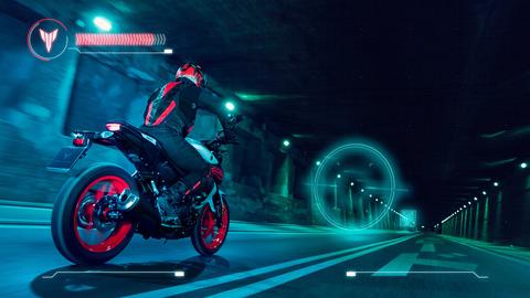 2020-Yamaha-MT125-EU-Ice_Fluo-Action-003-03