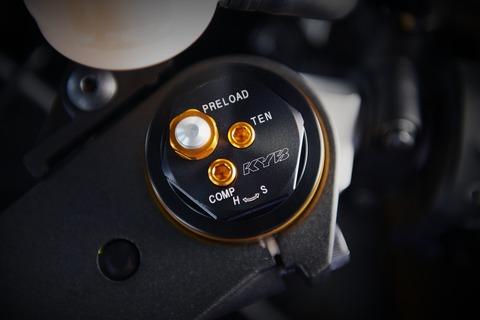 2019-Yamaha-YZF600R6-EU-Yamaha_Blue-Detail-004