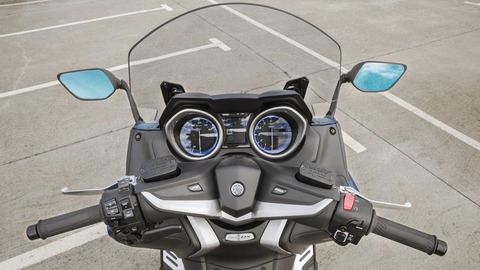 2017-Yamaha-TMAX-DX-EU-Phantom-Blue-Detail-010