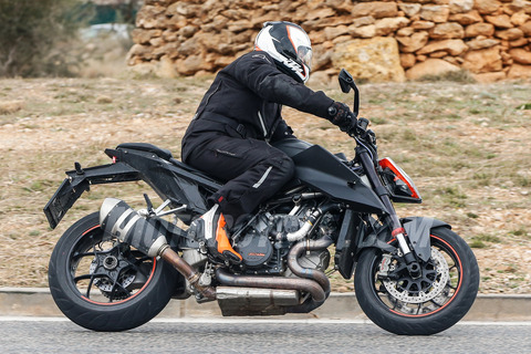 032118-KTM-1290-Super-Duke-R-005